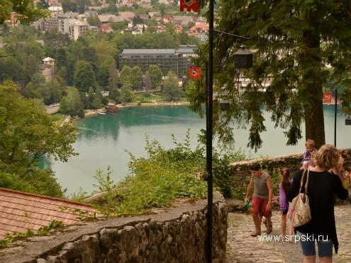 Спуск/подъем от озера к замку