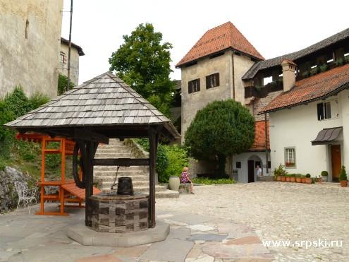 Двор Бледского замка