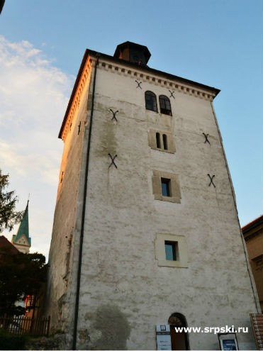 По пушке на этой башне жители Загреба сверяют часы