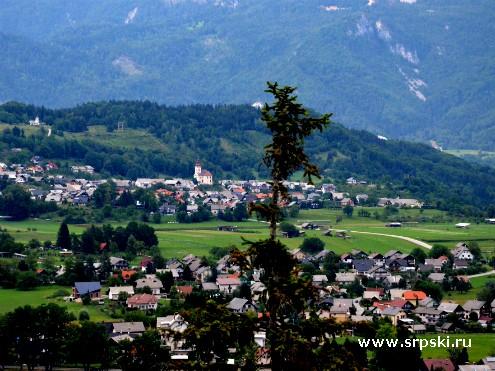 Словенская деревня. Вид с замка Блед