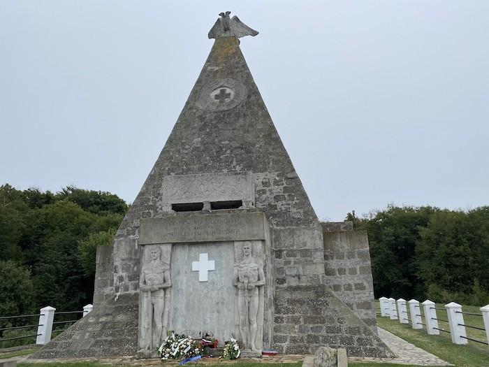 Отдых в Сербии. Памятник на горе Гучево